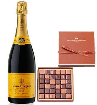 LA MAISON DU CHOCOLAT PRALINE GIFT BOX WITH VEUVE CLICQUOT YELLOW LABEL CHAMPAGNE